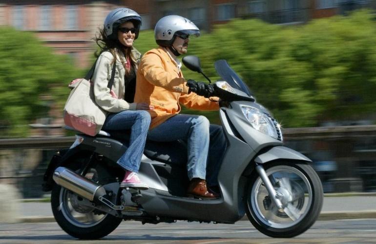 Перевозка пассажира на скутере