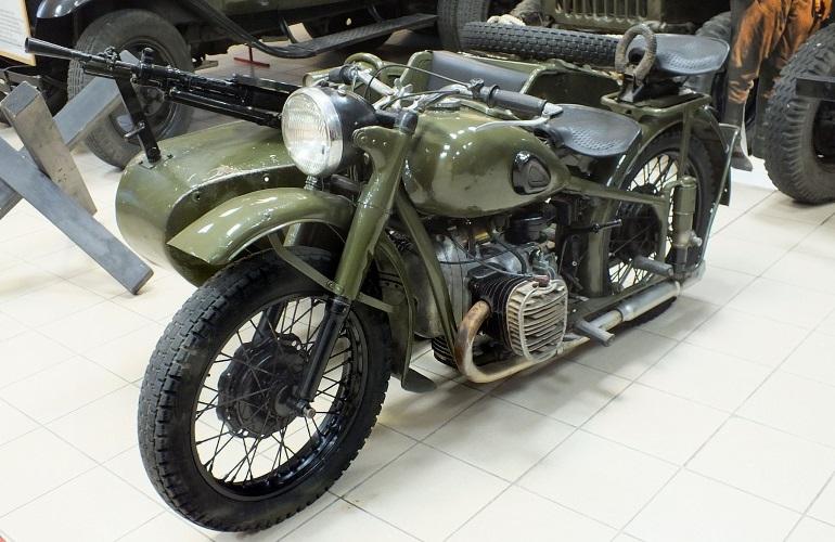 Мотоцикл М-72 с пулемётом ДП в музее мототранспорта